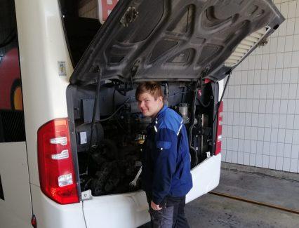 BIschof Reisen Kopie Herr Kronhart Kraftfahrzeugmechatroniker Nutzfahrzeuge